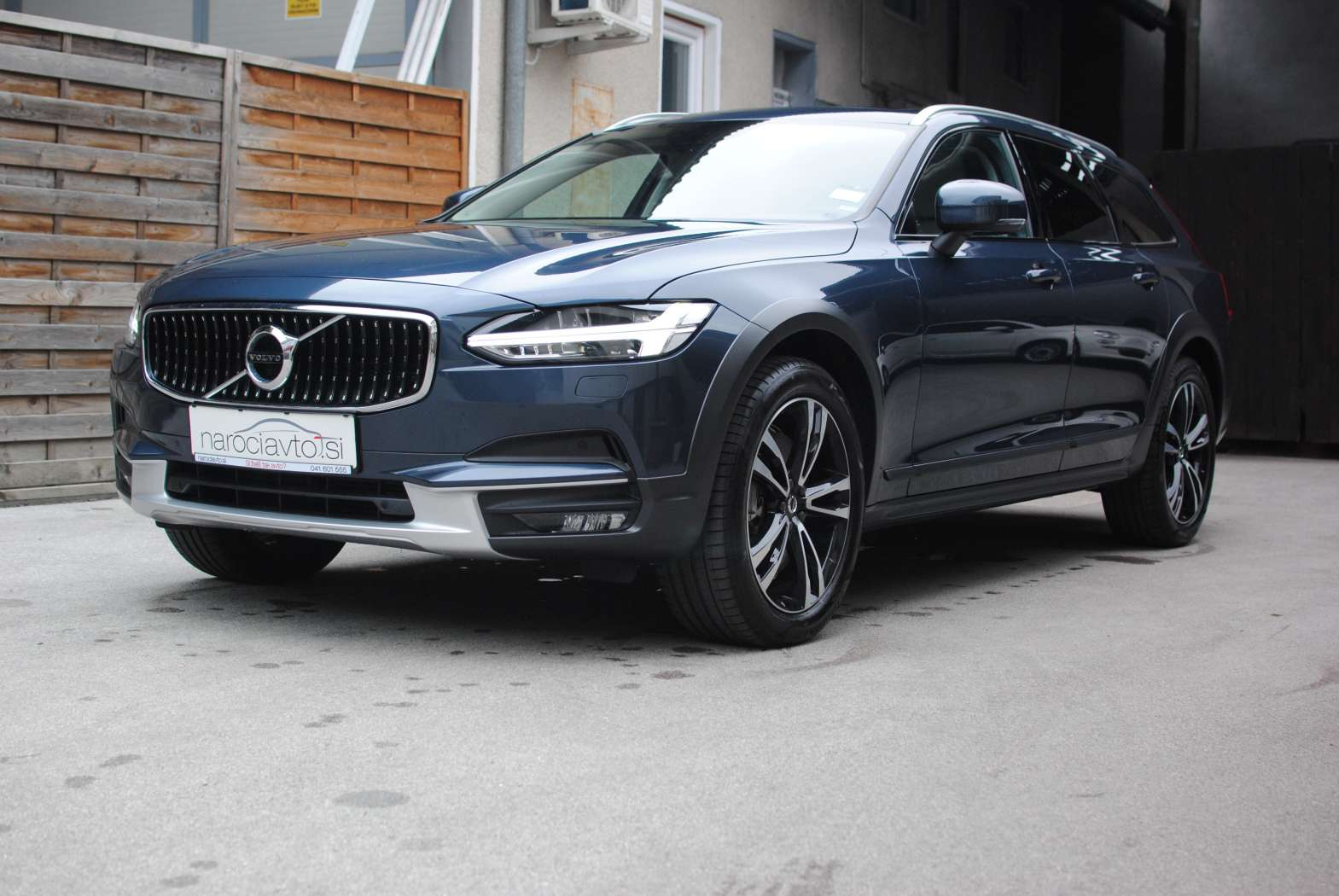 Volvo V90 Cross Country 2018 zunanjost 11